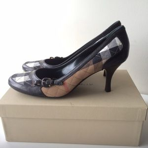 Burberry Quilted Check Pump
